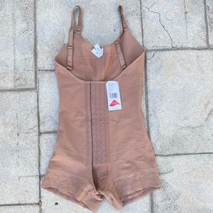 NWT body shaper faja nude waist trainer sz XS